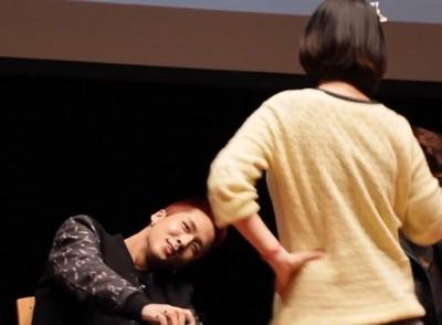 粉絲突然扭舞,idol官方笑容一秒僵掉