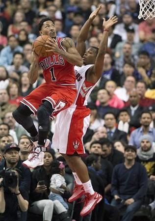 NBA/飆風玫瑰又傷! 公牛羅斯左腿不適急退場