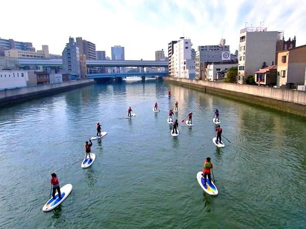 大阪散策新方式 划單人獨木舟在市區內「水上散步」
