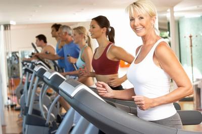 健身房和戶外跑步...哪個更燃脂? 研究揭開「真相」