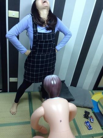 H罩杯充氣娃娃調教實錄,這樣玩會壞的