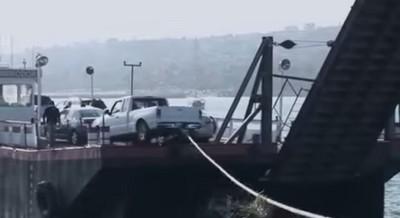 載運事故!車落海被…被海鷗笑了?!