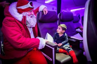 維珍航空聖誕驚喜,從天而降的Santa