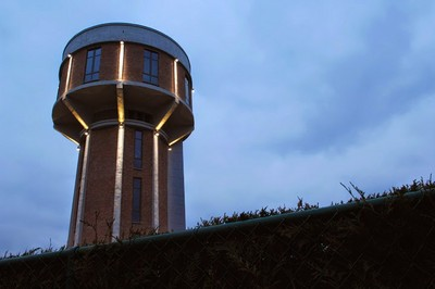 二戰間的廢棄水塔,改建成最美樓中樓