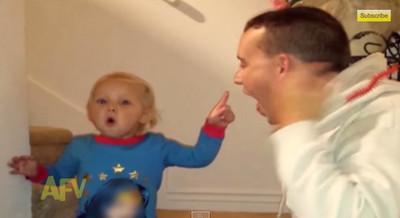 爸爸吞下玩具蜈蚣?萌娃嚇傻盯爸爸嘴