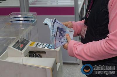 美國不升息 新台幣升2.5角報32.7元