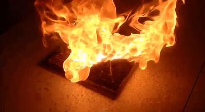 2童溜倉庫被父鎖 玩火燒死自己