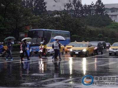 台灣交通亂 老外心驚驚:幾乎每條路都有人違規